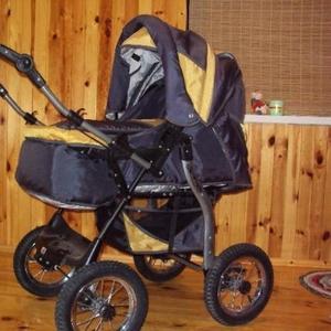 Продаём детскую коляску фирмы