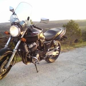 Продам  мотоцикл HONDA CB400SF
