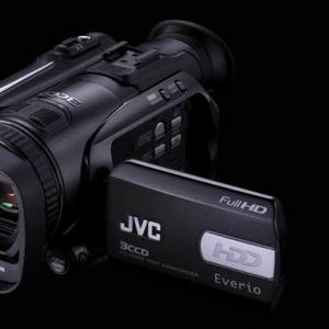 Продам видеокамеру JVC GZ-HD7